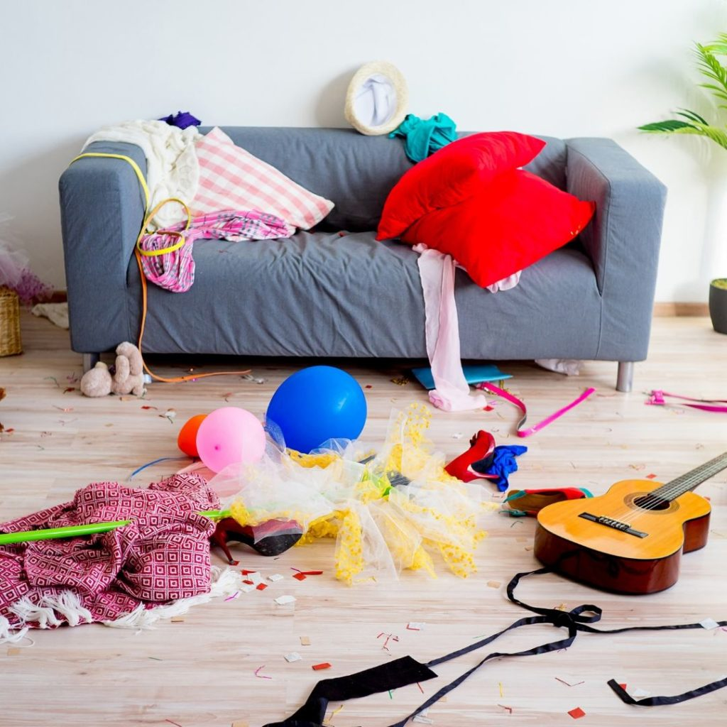 Declutter a messy home tips