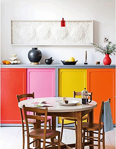 Colourful kitchen styling